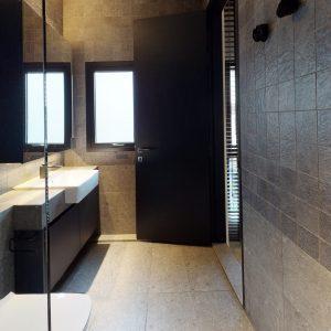 02-01-Bathroom